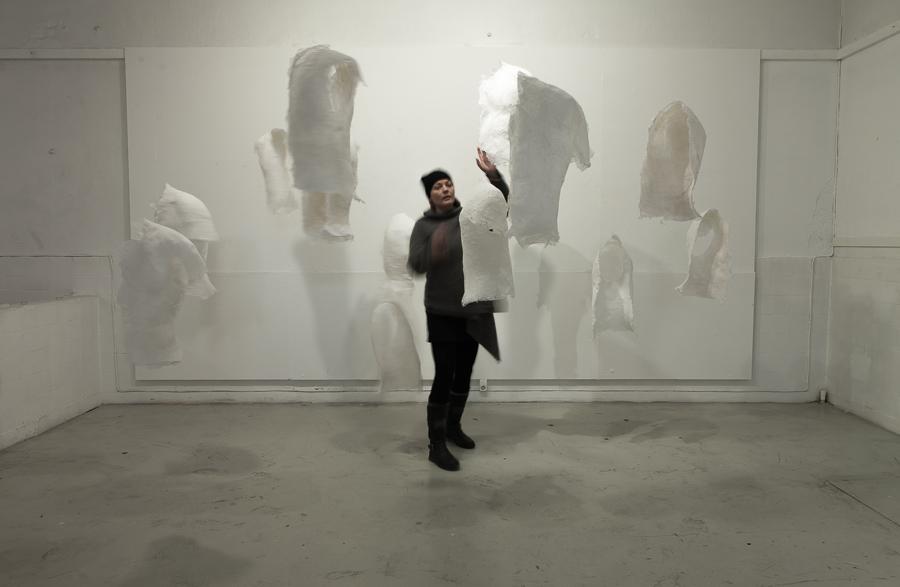 Hud, skulptur, textil, utställning