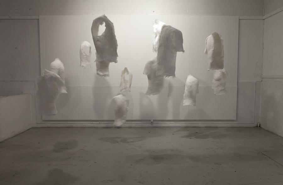 Skulptur, hängande, plåster